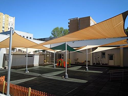 8' x Sun Shade Block Yard, Activities