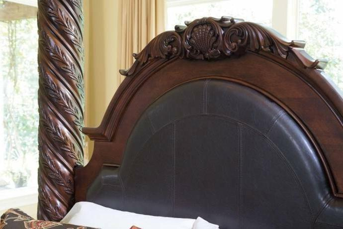 Traditional California Canopy Bedroom Furniture
